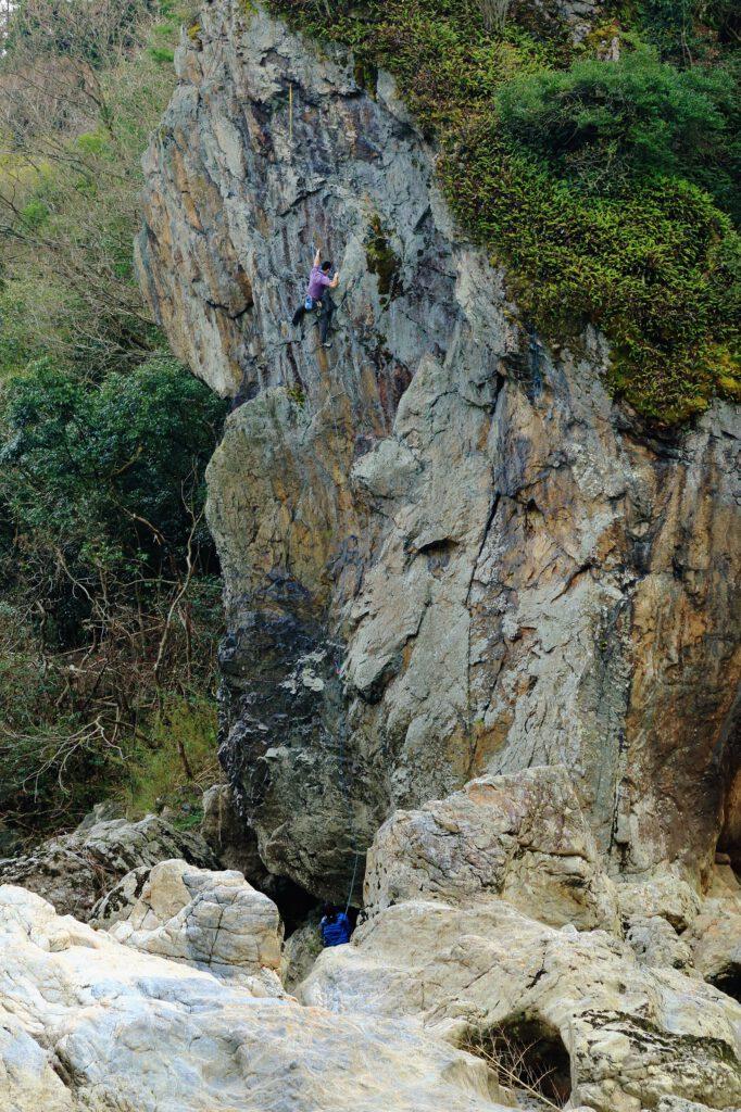 「立岩にアタック」