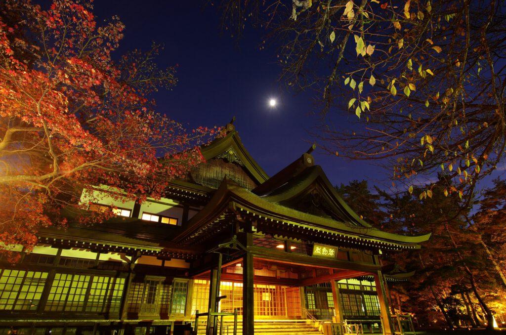 「夕ぐれの大本神苑」
