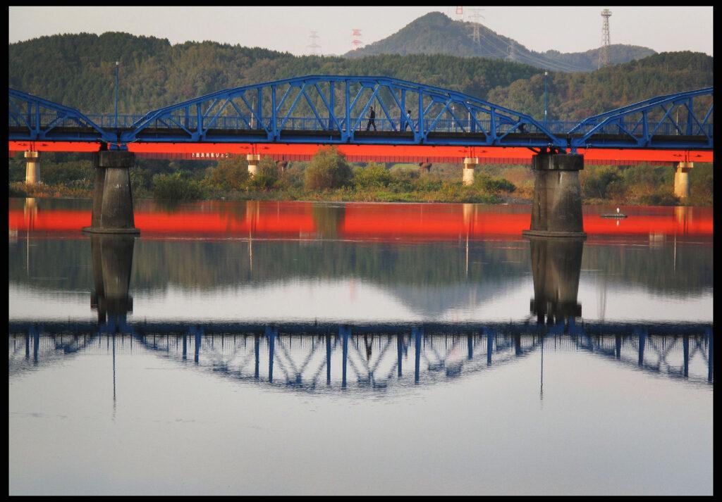 「赤い橋」