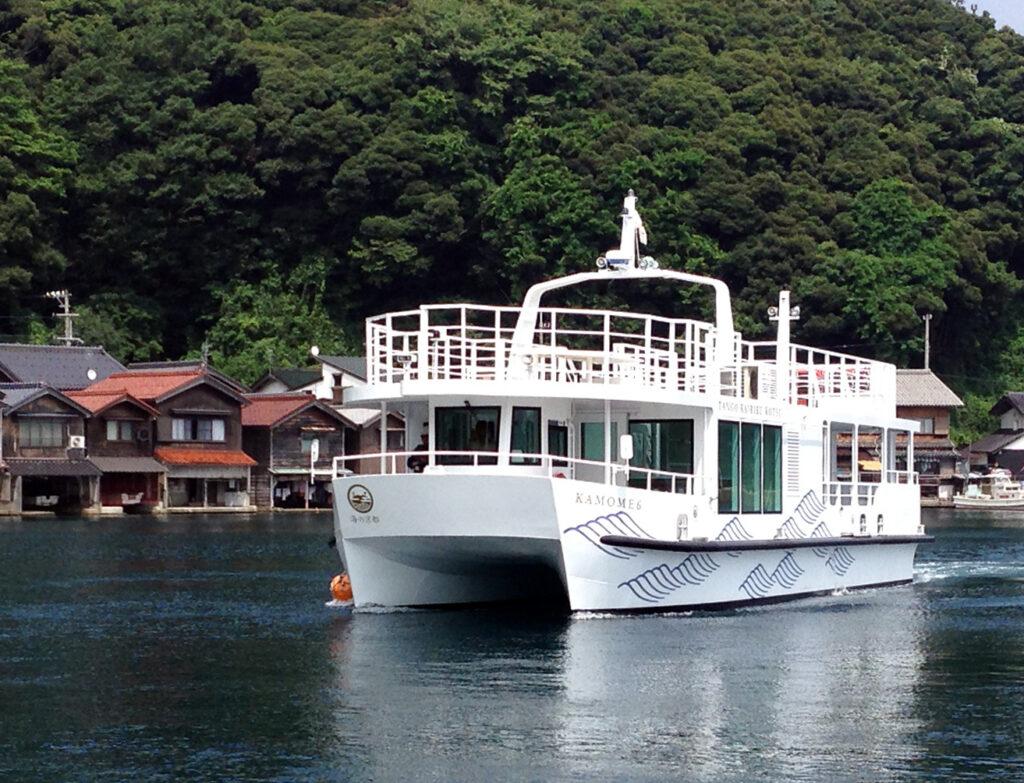 「伊根湾めぐり遊覧船(かもめ6号)」①