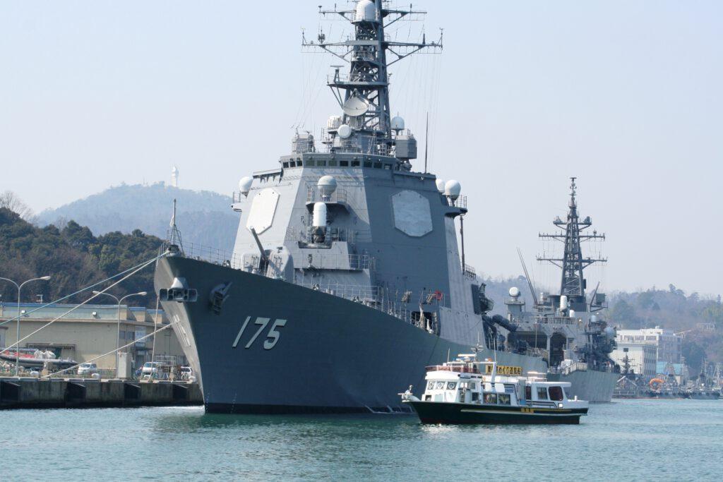 「海軍ゆかりの港めぐり遊覧船」