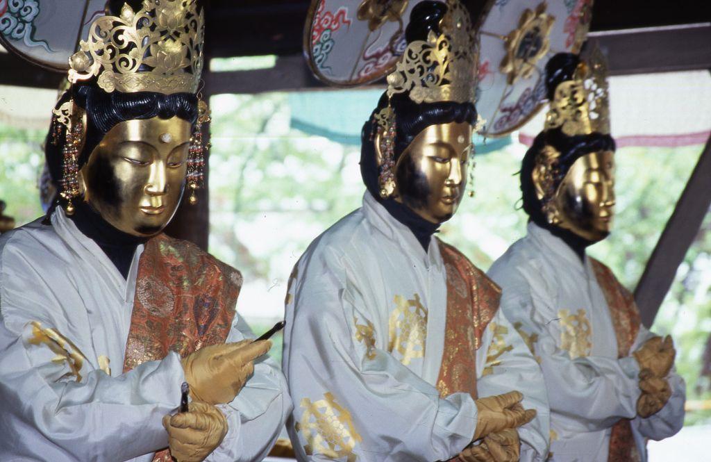 「松尾寺の仏舞」(国重要文化財)