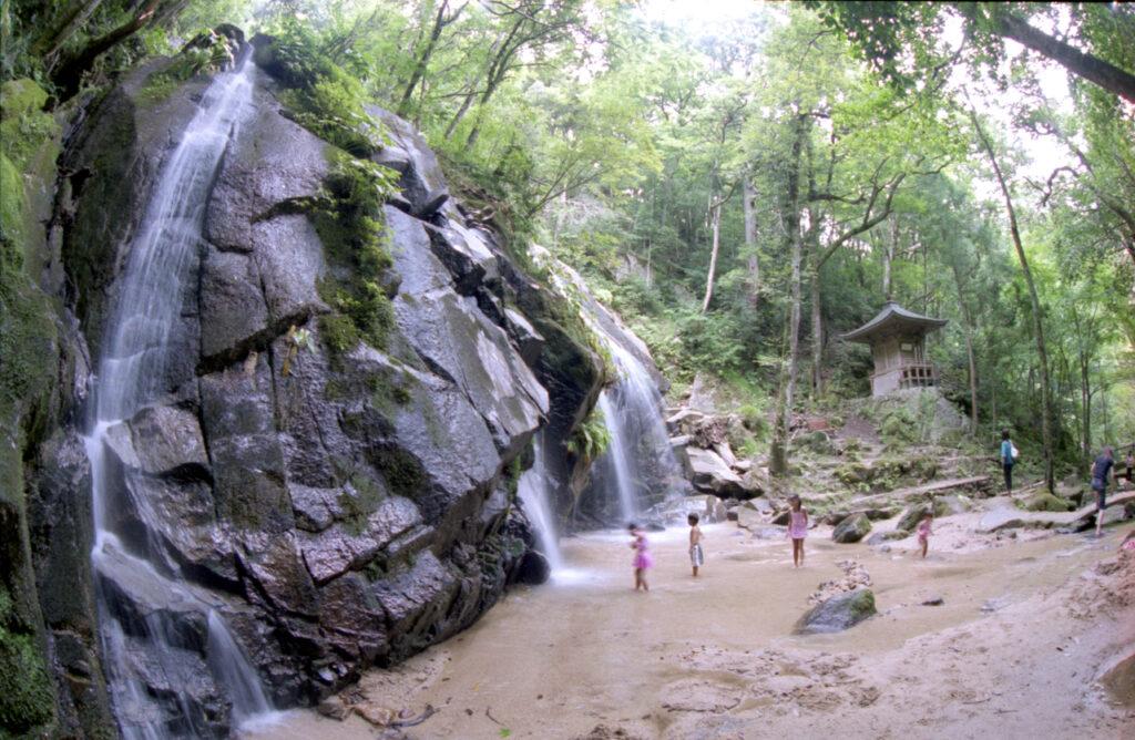 Kanahiki Waterfall