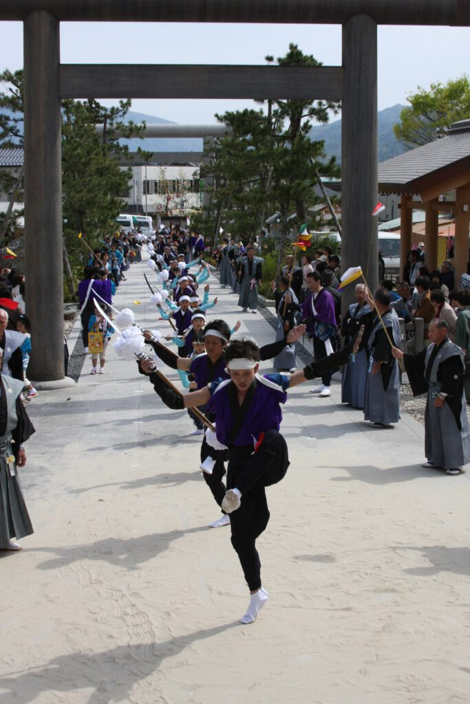 葵祭の太刀振り(元伊勢籠神社)