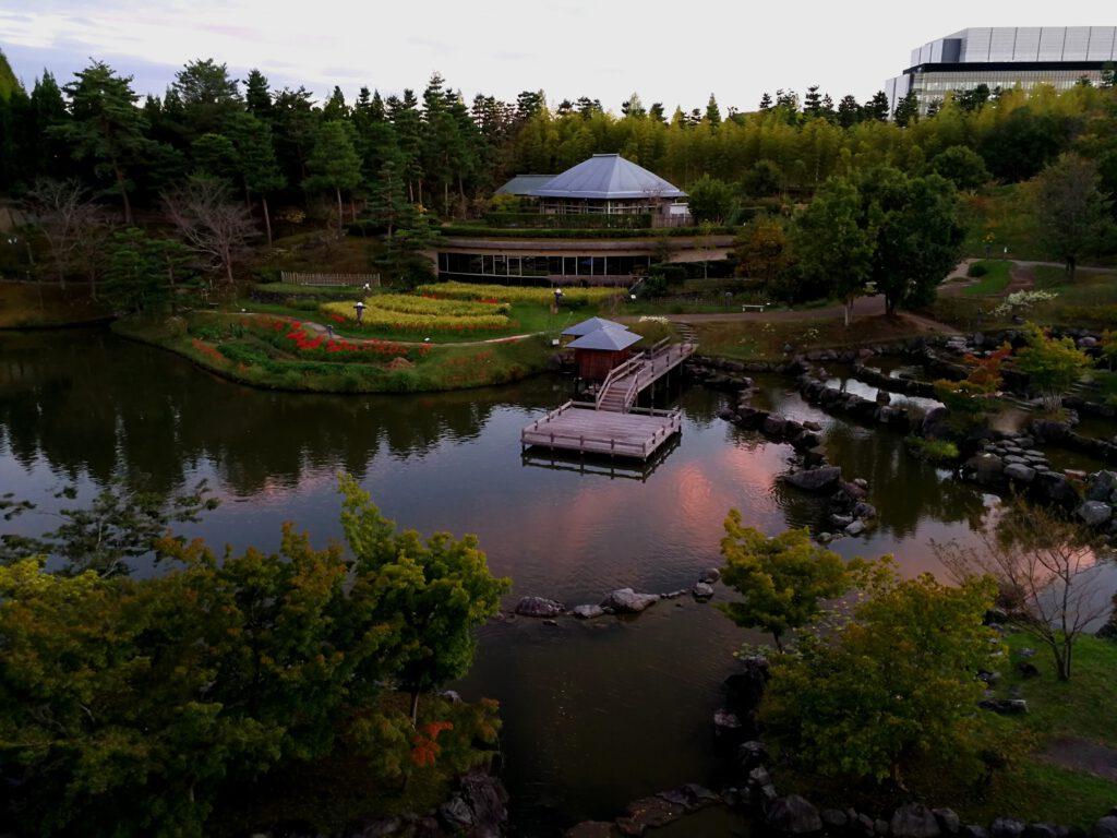 けいはんな記念公園:秋 夕暮れ 水景園