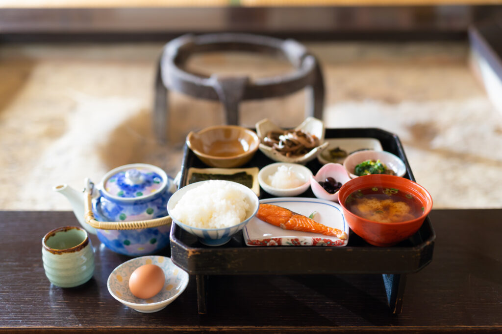 美山:囲炉裏を囲んで朝ごはん